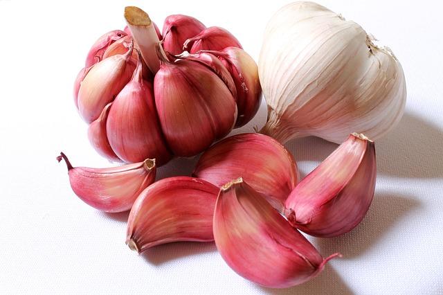 Garlic for lower cholesterol natually