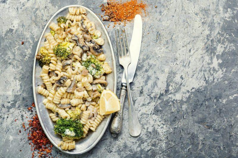 Broccoli pasta in plate