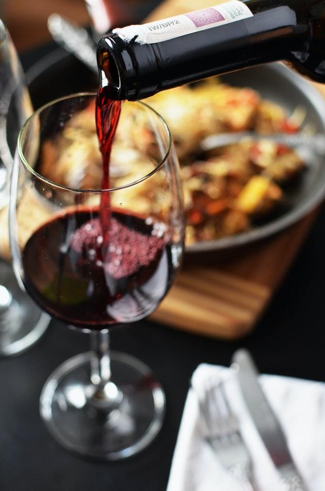 Red wine cholesterol-lowering drink
