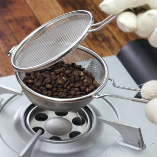 roasting coffee beans process by handy roaster at home